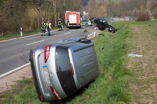 <p>Ersten Informationen zufolge war gegen 14.30 Uhr ein Mazda in den Gegenverkehr geraten und mit einem Renault kollidiert.</p>