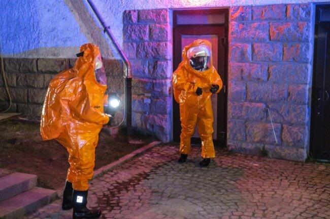 <p>Wegen eines Clorgas-Alarms sind der Gefahrgutzug des Erzgebirges sowie die Feuerwehren aus Sosa und Umgebung am Donnerstagabend ins Wasserwerk am Eibenstocker Weg in Sosa ausgerückt.</p>