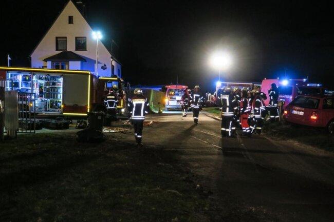 <p>Die Anlage wird jetzt vom Betreiber genau geprüft. Im Einsatz waren 49 Einsatzkräfte mit 10 Fahrzeugen der Feuerwehren sowie Polizei und Rettungsdienst.</p>