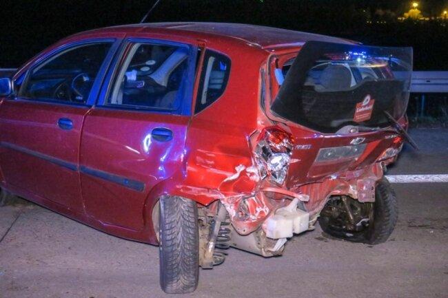 <p>Dabei wurden der Skodafahrer sowie der Fahrer und Beifahrer im Chevrolet schwer verletzt.</p>