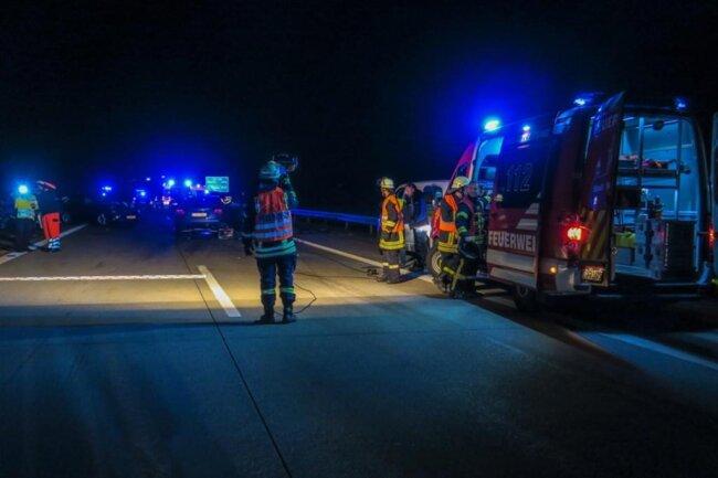 <p>Die beiden Fahrer und der Beifahrer im Skoda erlitten ebenfalls schwere Verletzungen.</p>