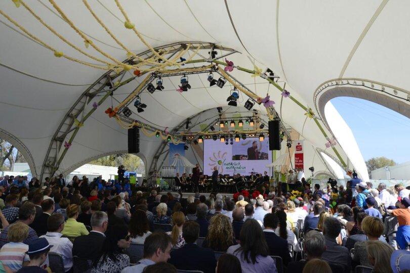 <p>Mehrere hundert Besucher kamen zur Eröffnung der Landesgartenschau 2019.</p>