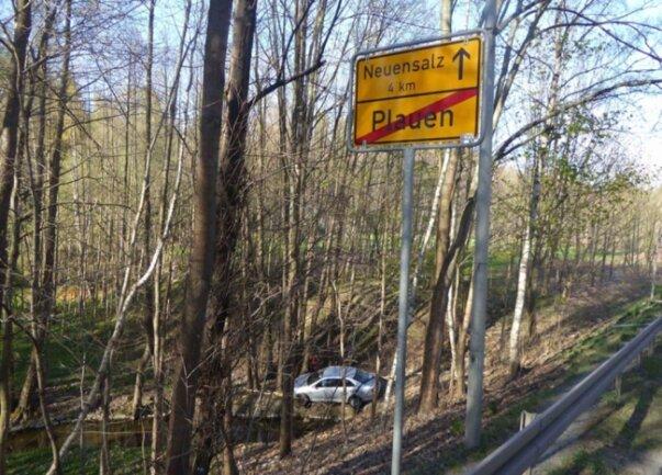 <p>Ein VW-Fahrer kam laut ersten Informationen von der Straße ab.</p>