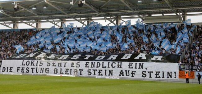 <p>Der himmelblaue Anhang mit einer Botschaft an die Gäste aus Leipzig.</p>