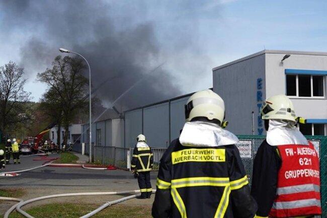 <p>Die Produktion in den vom Brand nicht betroffenen Werksteilen solle in Kürze wieder aufgenommen werden, hieß es.</p>