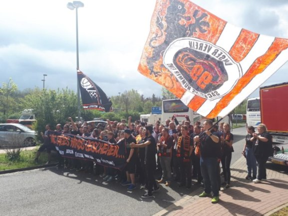<p>Niners-Fans auf dem Weg nach Hamburg.</p>