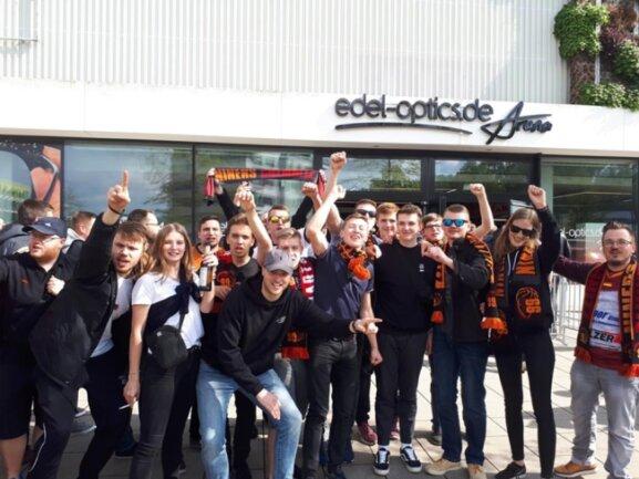 <p>Niners-Fans vor der Hamburger Spielstätte.</p>