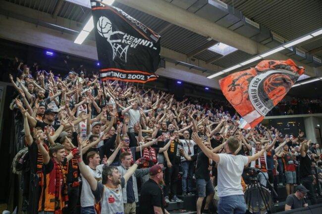 <p>So laut wie in Chemnitz - die Fans der Niners.</p>