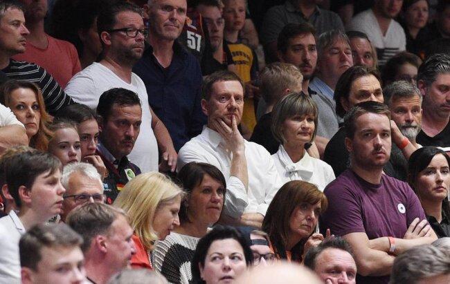 <p>Sachsens Ministerpräsident Michael Kretschmer und die Chemnitzer Oberbürgermeisterin Barbara Ludwig im Publikum.</p>