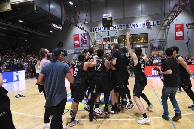 <p>Im fünften Playoff-Halbfinalspiel setzten sich in Chemnitz diesmal die Gäste durch.</p>