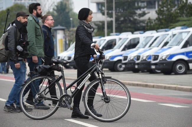 <p>Die Oberbürgermeisterin Barbara Ludwig auf dem Weg zur Demo.</p>