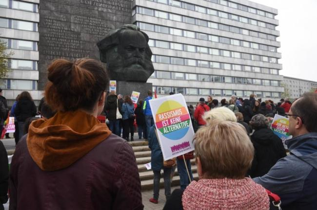 """<p>Auftaktkundgebung gegen Rechtsextremismus und Rassismus vor dem """"Nischel"""".</p>"""