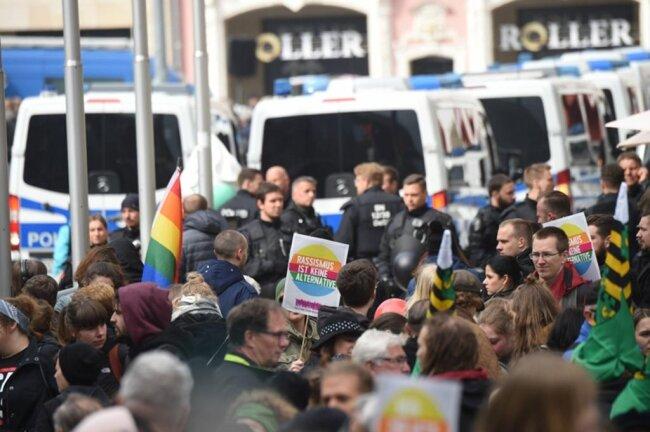 <p>Musik und Sprechchöre waren in Richtung AfD-Kundgebung zu hören.</p>