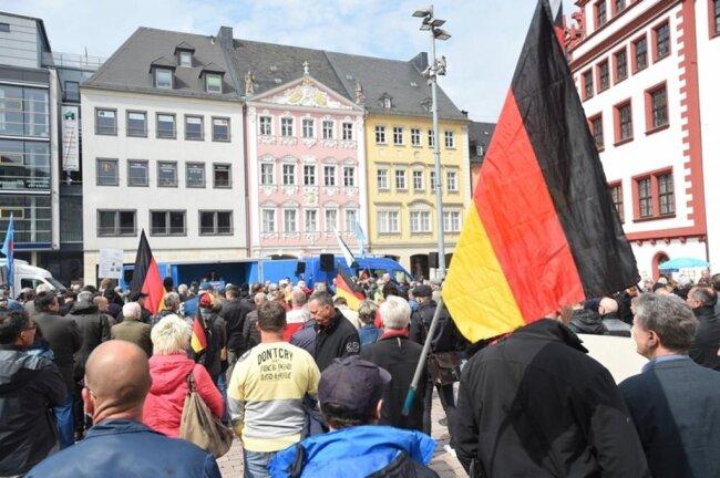 <p>Von Storch kritisierte alle linken Parteien, zu der auch Teile der CDU gehörten. Klimaschutz und Kohleausstieg würden die deutsche Industrie zerstören.</p>