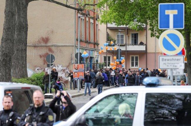 <p>An dem Pro-Chemnitz-Bürgerfest beteiligten sich laut Polizei 120 Menschen.</p>