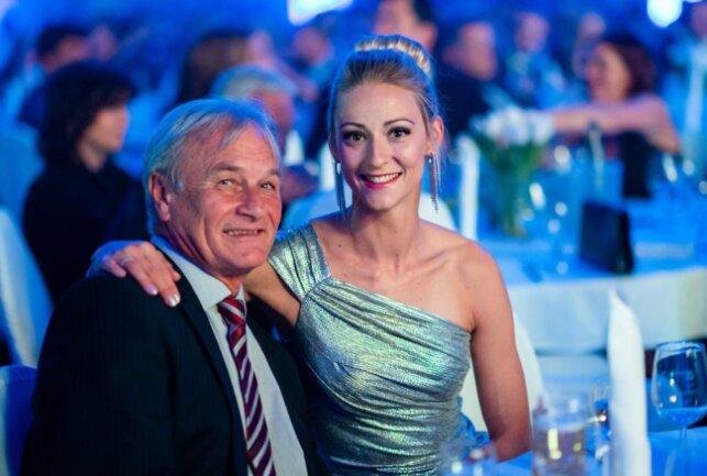 <p>Bei der Chemmy-Sportlergala wurde Dreispringerin Kristin Gierisch als Athletin des Jahres geehrt, im Bild&nbsp;mit Trainer Harry Marusch.</p>