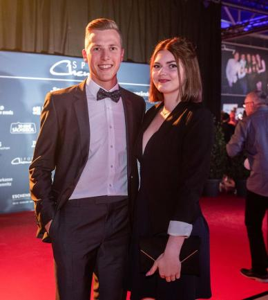 <p>Max Hess kam&nbsp;mit seiner Freundin Sophia Hammer.</p>