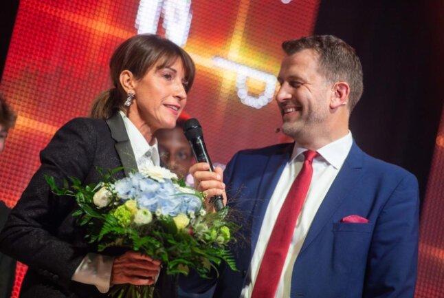 <p>Micaela Schönherr von den Niners Chemnitz&nbsp;mit Moderator Rene Kindermann.</p>