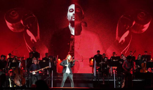 <p>Diese Tournee sei wegen des Jubiläums etwas Besonderes für ihn und er wolle die Highlights aus den vergangenen zehn Jahren spielen.</p>