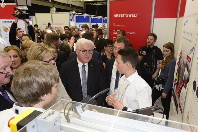 <p>Zuvor hatte sich Steinmeier bei einem Rundgang über das Messegelände&nbsp; begeistert von dem Forschergeist gezeigt.</p>
