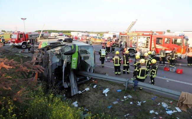 <p>Vier Hubschrauber und mehr als zehn Rettungswagen waren im Einsatz, um die Verletzten zu bergen.</p>  <p>&nbsp;</p>