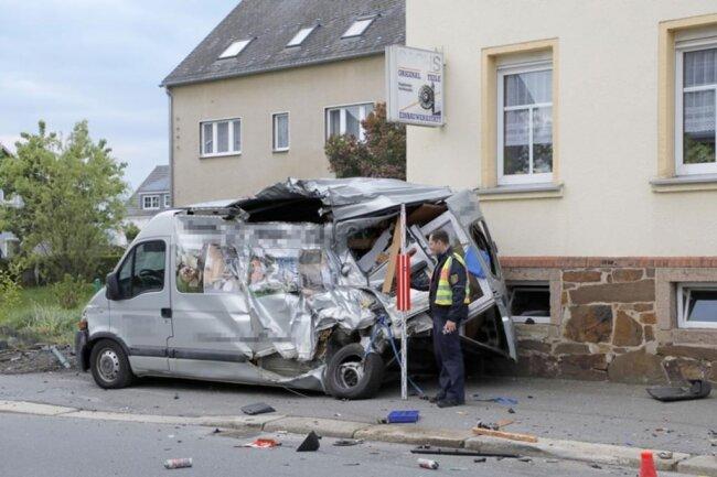 <p>Die Chemnitzer Straße war wegen der Unfallaufnahme und Bergung der Unfallfahrzeuge am Morgen gesperrt.</p>