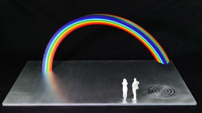 <p>Nina Heinzel I Entwurf n.n.: Mit dem Regenbogen möchte Nina Heinzel ein neues Wahrzeichen für Chemnitz schaffen. Ihr ist es ein Anliegen, ein neues, positives Zeichen zu setzen, das sich in Form von Fotos in die Welt trägt. Ein Regenbogen steht als Symbol für Frieden, Freiheit, Toleranz, Hoffnung, Freude, Glück und Optimismus.</p>