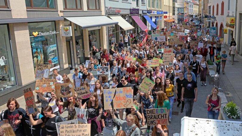 """<p>In Zwickau nahmen viele Kinder und Jugendliche am """"Globalen Klimastreik"""" teil, zu dem Fridays for Future aufgerufen hatte.</p>"""