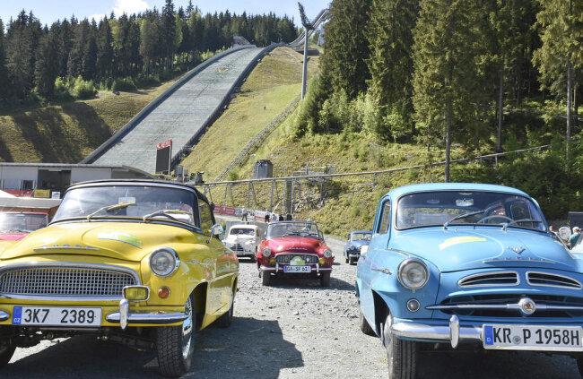 <p>Von 10 bis 13 Uhr legten die Teilnehmer einen Zwischenstopp in Klingenthal ein.</p>