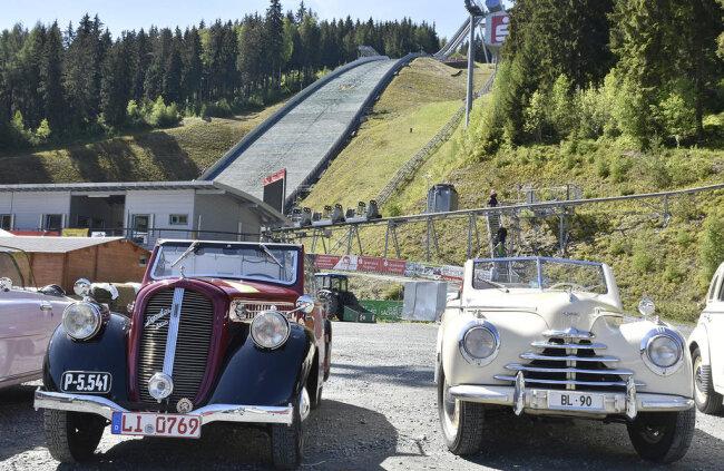 <p>Die zwei ältesten Fahrzeuge des Treffens.</p>