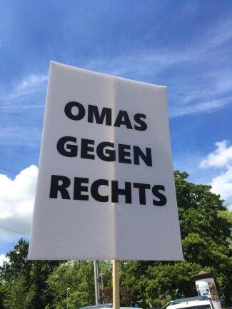 <p>Auch Omas engagieren sich bei der Gegendemonstration.&nbsp;</p>