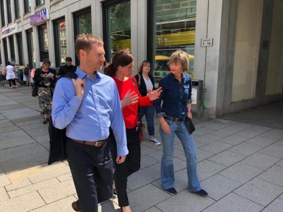 <p>Michael Kretschmer mit seiner Lebensgefährtin Annett Hoffmann und Oberbürgermeisterin Barbara Ludwig.</p>