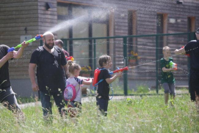 <p>Wasserschlacht an der Johanniskirche</p>