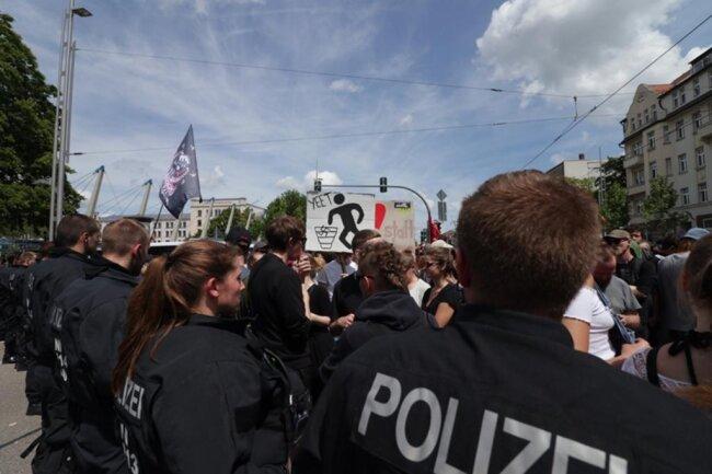 <p>Es folgen weitere Bilder vom Kinderfest und den Demonstrationen.</p>