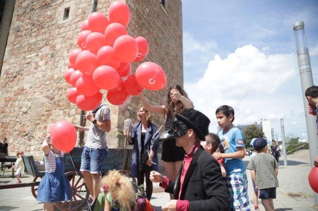 <p>Es folgen weitere Bilder vom Kinderfest und den Demonstrationen.&nbsp;</p>
