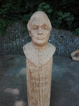 """<p>Friedhelm Schelter fertigte die Skulptur """"Sebastian Kneipp"""" für den Kneipp-Verein in Bad Schlema.</p>"""