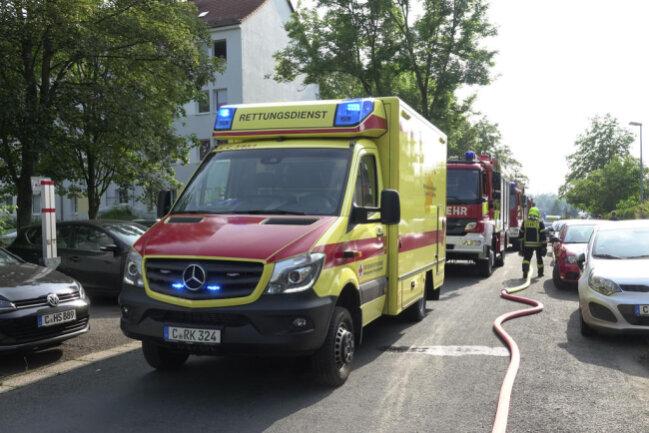 <p>Nach Beendigung der Löscharbeiten konnten die Mieter in ihre Wohnungen zurück. &nbsp;Der Brandursachen-Ermittler versucht nun den Auslöser des Feuers zu identifizieren.</p>