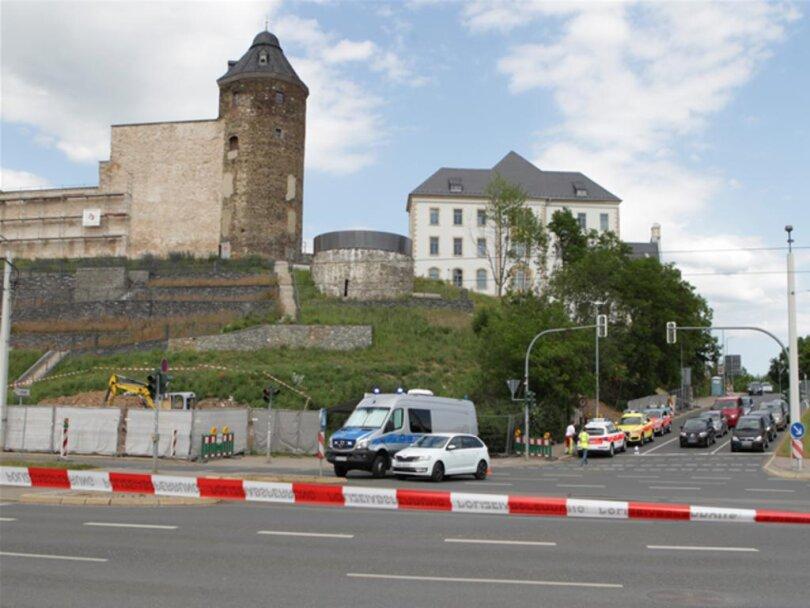 <p>Der Kampfmittelbeseitigungsdienst aus Dresden wurde angefordert, wie das Rathaus mitteilte.</p>