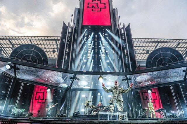 <p>Rammstein lebte schon immer von einer opernhaft opulenten Bühneninszenierung, die oft als Kulisse für die Musik diente.</p>