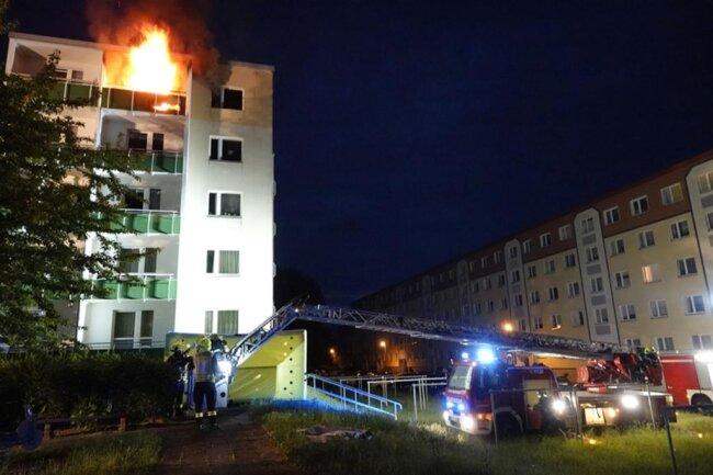 <p>Das Feuer brach aus noch ungeklärter Ursache in der Wohnung eines 33-Jährigen im vierten Obergeschoss aus.&nbsp;</p>