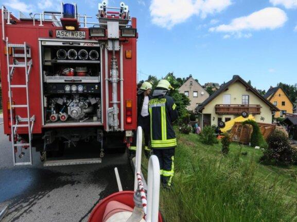 """<p><span style=""""font-size:11.0pt""""><span calibri="""""""" style=""""font-family:"""">Zum Unfallort wurden die Feuerwehren aus Zschorlau, Burkhardtsgrün und Bockau gerufen. </span></span></p>"""