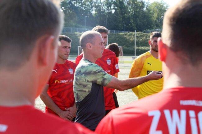 <p>Den obligatorischen Laktattest sowie eine Teambuilbing-Maßnahme hatte das Team von Trainer Joe Enochs zuvor in dieser Woche absolviert.</p>