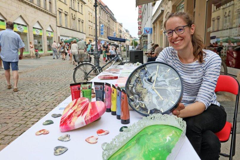 """<p>Unter der Überschrift """"Tatort Hauptstraße"""" gestalten Dutzende Händler, Künstler und Musiker ein buntes Treiben zwischen Schumannplatz und Hauptmarkt.</p>"""