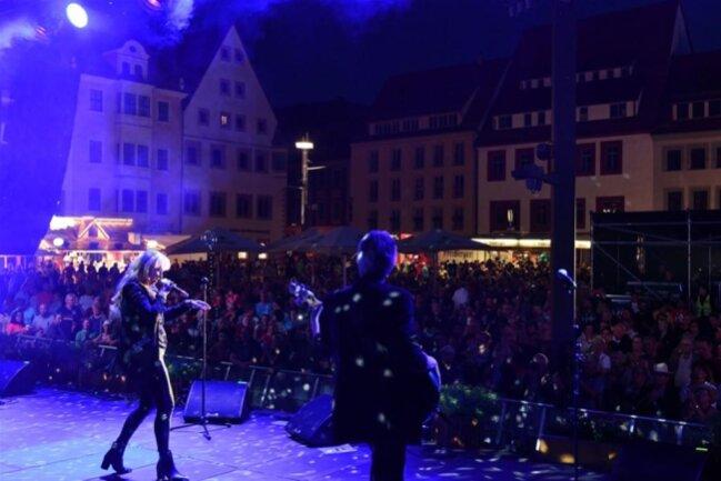 <p>Petra Zieger rockte am Freitagabend ab 22 Uhr vor über 3000 Besuchern der Obermarkt.</p>