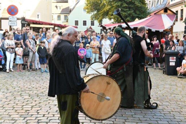 <p>Der historische Markt auf dem Petriplatz bot Mittelaltermusik.</p>