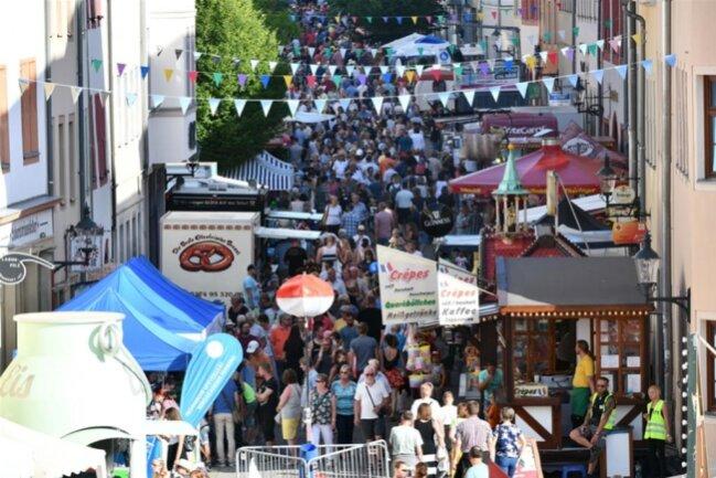 <p>Auch die Burgstraße war zum Bergstadtfest gut gefüllt.</p>