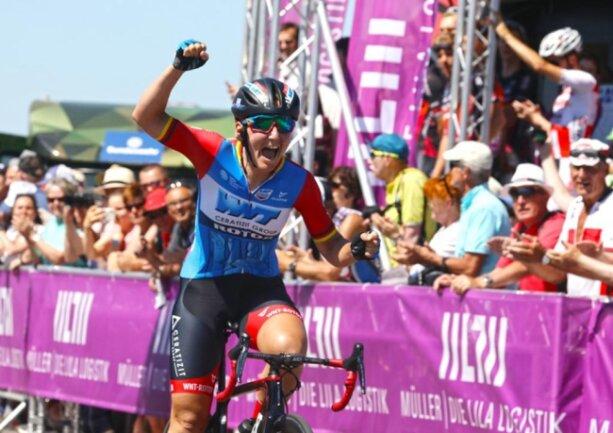 <p>Lisa Brennauer vom Team WNT-Rotor Pro Cycling gewinnt das Straßenrennen der Frauen am Sachsenring.</p>