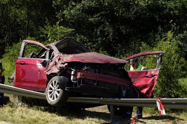 <p>Des weiteren waren zwei Rettungswagen, ein Notarzt und die Polizei im Einsatz.</p>