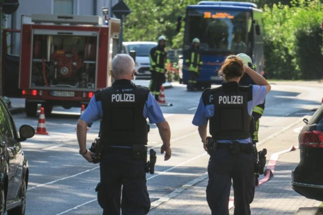 <p>Im Einsatz waren gut&nbsp;25 Einsatzkräfte von Feuerwehr, Rettungsdienst und Polizei. Nach ersten Informationen gab es keine Verletzten.</p>