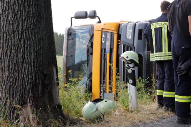 <p>Der Lasterfahrer kam verletzt in ein Krankenhaus.</p>